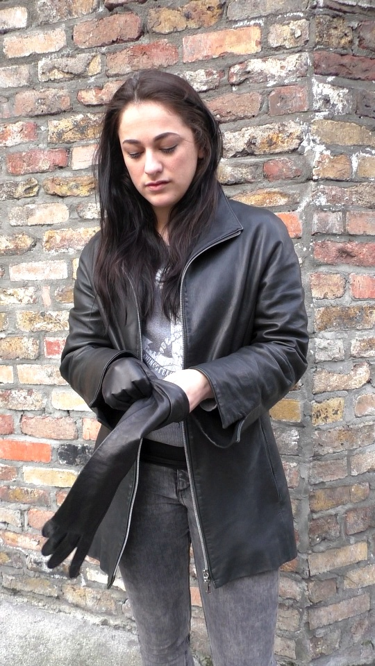 Risa_Girl_Leather_gloves_leather_jacket